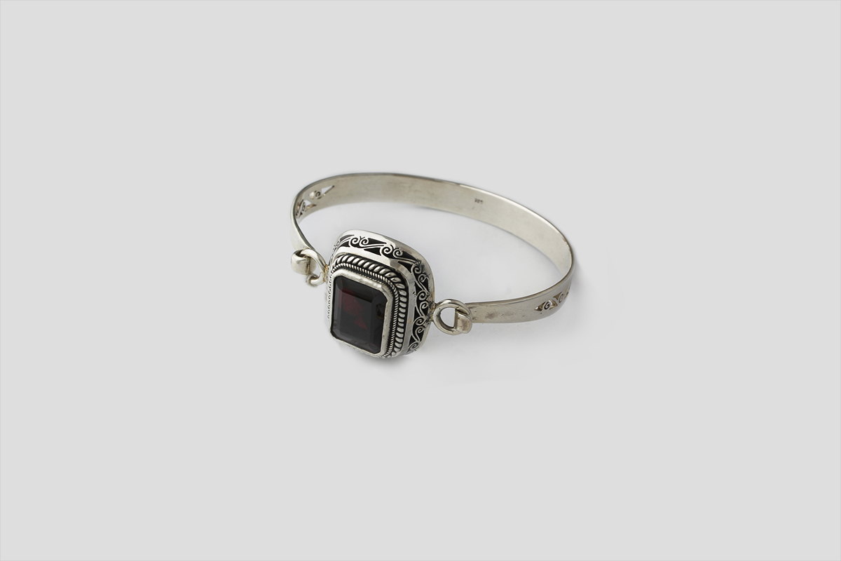 Garnet silver bracelet (Wire Design)