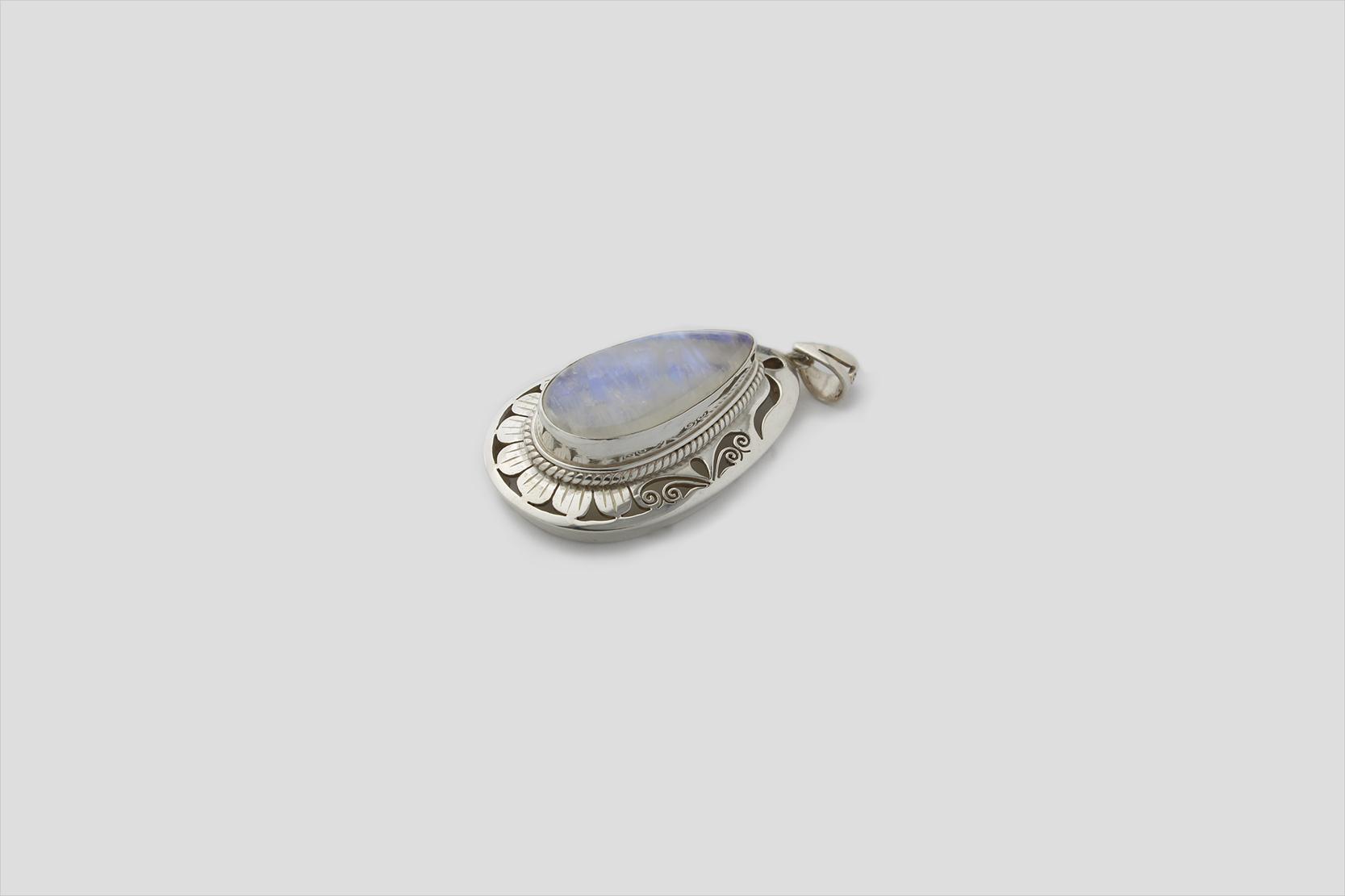 rainbow Moonstone Silver Pendent (Jali Design)(2)
